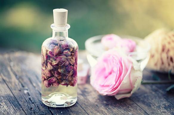 екстракт от розово масло и рози
