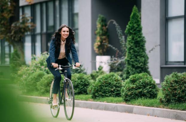 Жена на колело