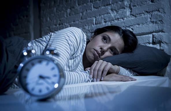 Жена и будилник