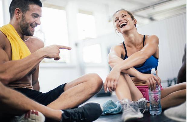 Мъж и жена във фитнес