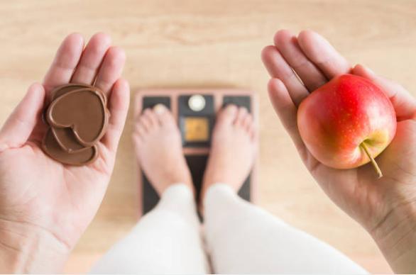 Кантар, шоколад и ябълка