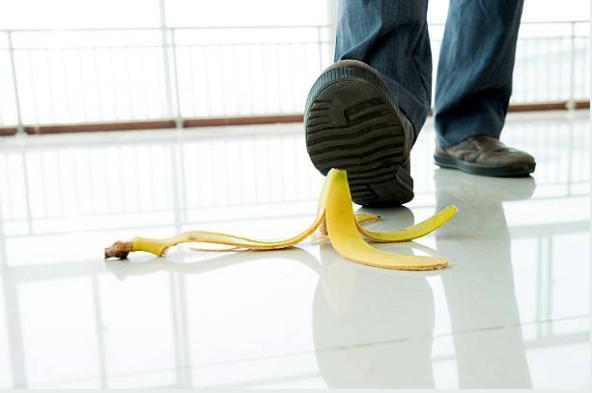 банановите кори и мъжки обувки