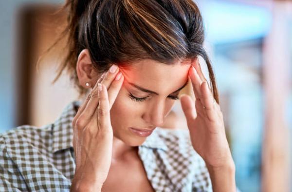 жена, с главоболие