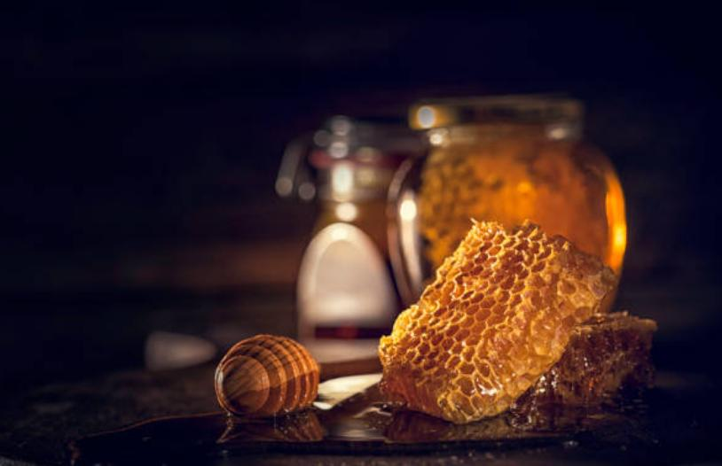 Буркан с мед и медена пита