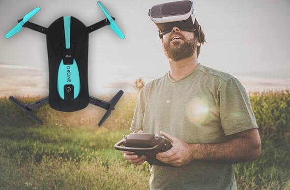 мъж, управляващ дрон и очила, Drone 720x