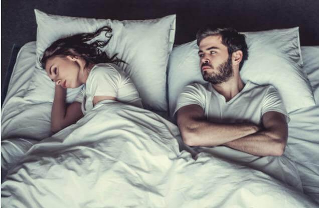 Мъж и жена в легло, сексуални проблеми
