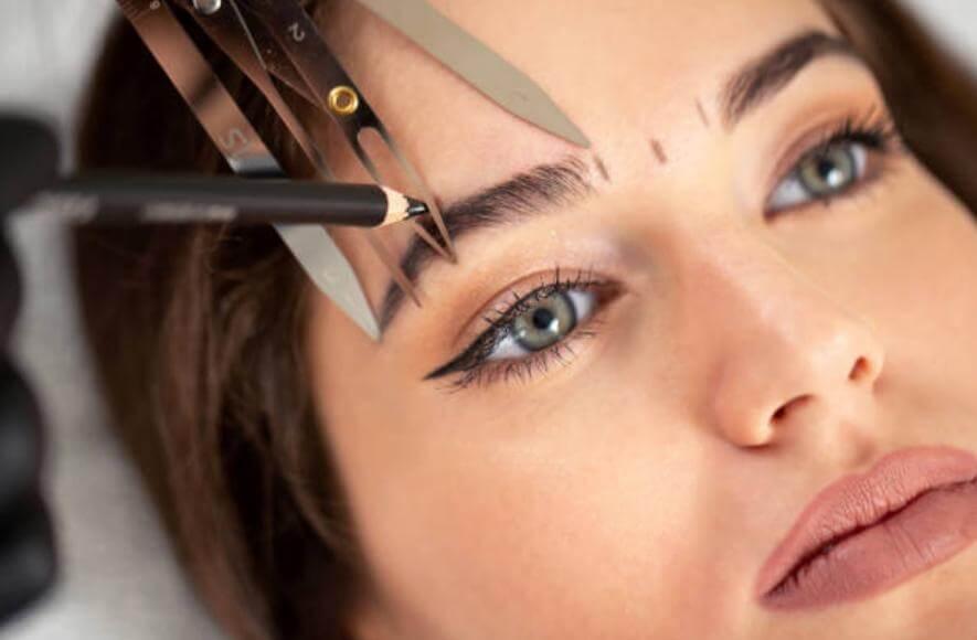 подстригване и оформяне на вежди с пинсети