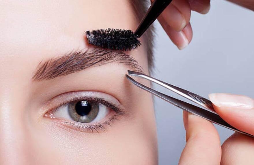 оформяне и подстригване на вежди