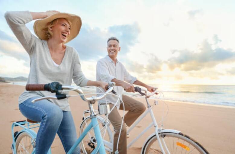 щастлива двойка на колела