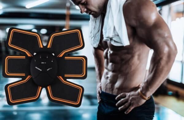 EMS trainer, мъж с коремни мускули