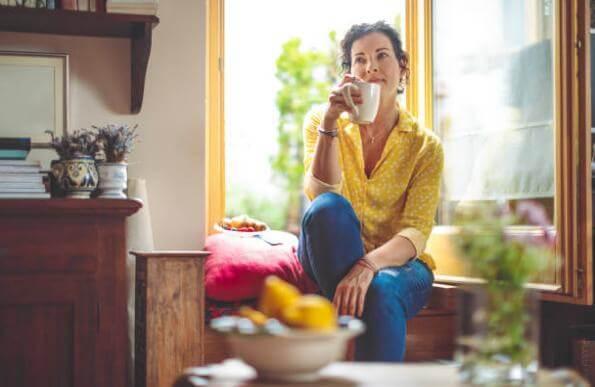 жена, прозорец, кафе