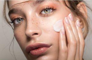 10 Продукта, Които Никога Да Не Слагате Върху Лицето Си, Ако Имате Псориазис