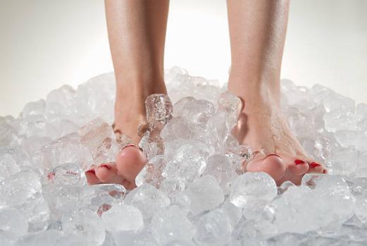 крака в лед
