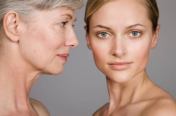 млада жена, жена с бръчки