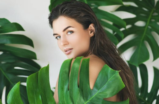 трикове за мръсна коса, жена, палмови листа
