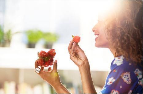 ягоди, жена