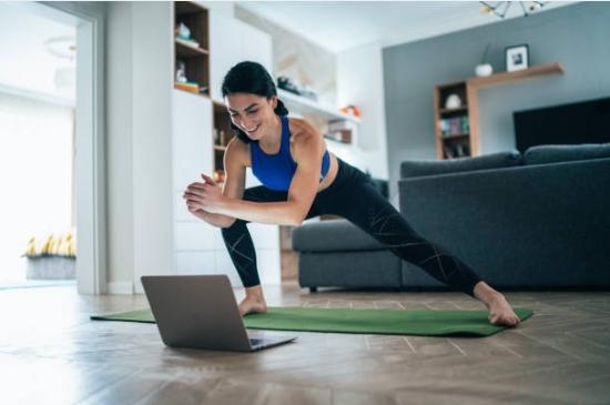 упражнения, оформяне тяло, жена, лаптоп