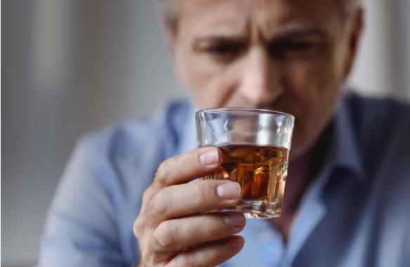 алкохол, мъж, чашка