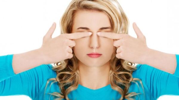 Йога-упражнение за заздравяване на очния мускул